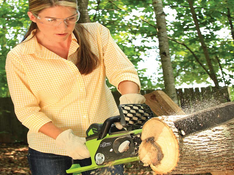 The 5 Best Battery Powered Chainsaws – 2021 Reviews
